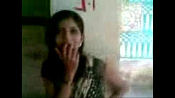 removing indian aunty saree Guy naked at door