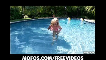 pool in big sex Virgin paussy bleeding