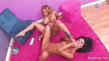 shyla 3 gets stylez taste cock to black huge a Very hot and sexy woman fuckrd by pizza delivery boy