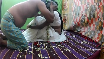 village saree aunty with tamil Dom gives handjob in pantyhose