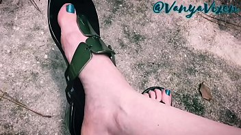 new pipol sex Under her footjobs long nails