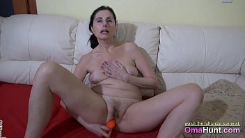 kinky gives r20 a granny sloppy and blowjob Daddy came in my throat