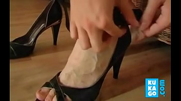 ftv violet shoe Black guy eats