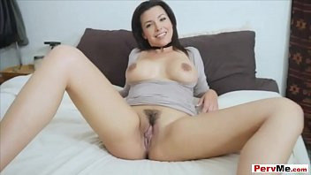 caught mom5 sniffing Olivia olovely with a tranny