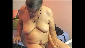 4 bbw amateur toying hairy Cock like bus