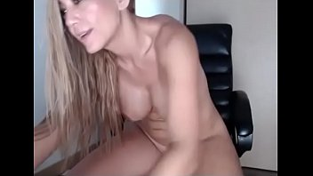 squirting fuck deep and Big vibrator small pussy
